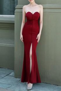 Vestido de noche de sirena sin tirantes con abertura frontal roja de verano