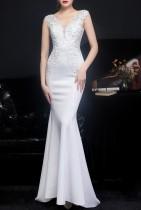 Robe de mariée sirène en dentelle blanche d'été sans manches à col en V