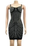 Mini robe moulante d'été noire à bretelles sexy et perles