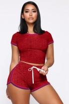 Комплект из двух одинаковых комплектов летней красной вафельной обтягивающей рубашки и шорт