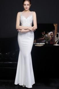 Vestido de noche de sirena blanco sin mangas con encaje de verano