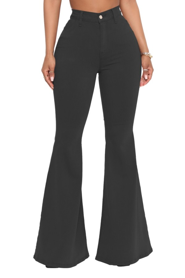 Sommer – Schwarze, ausgestellte Jeans mit hoher Taille