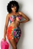 Top decotado com estampa sexy colorida de verão e minissaia franzida combinando