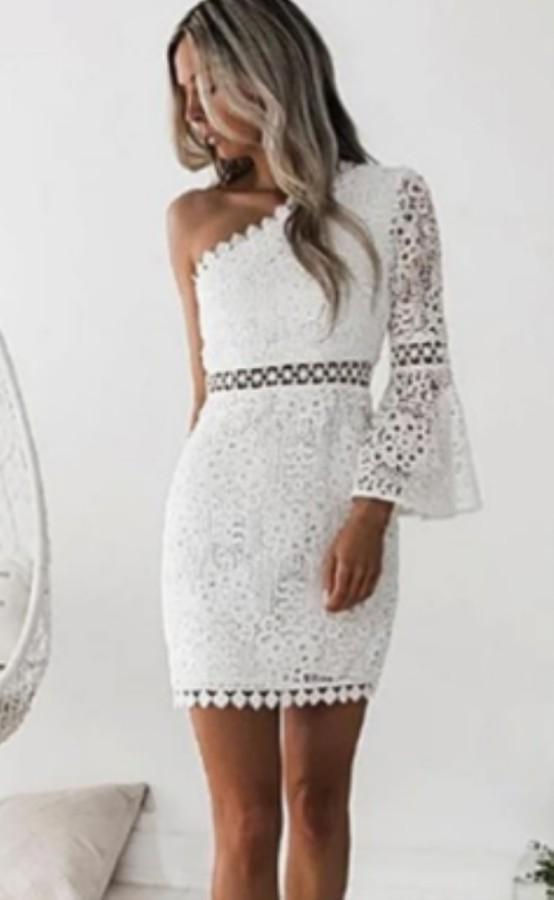 Mini robe club d'été en dentelle blanche à une épaule