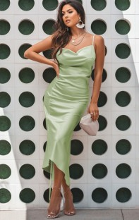 Robe de soirée longue à bretelles multiples en satin vert formel d'été