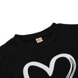 Camisa regular com estampa de coração em O com estampa de coração infantil de verão