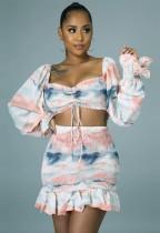 Set top corto e minigonna a maniche lunghe con motivo tie dye estivo
