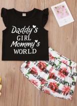 Conjunto de camiseta y pantalón corto con estampado de niña de verano