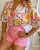 Conjunto de blusa floral con cuello en V formal de verano y pantalones cortos lisos