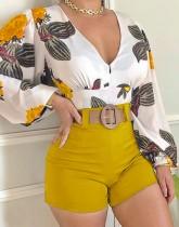 Yaz Resmi V Yaka Çiçekli Bluz ve Düz Şort Takım