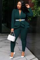 Весенний деловой костюм зеленого цвета в тон с длинным рукавом с баской и брючный костюм
