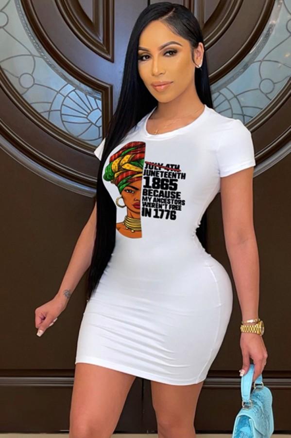 Abito camicia aderente bianco con scollo a O con stampa estiva