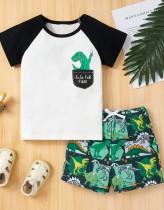 Conjunto de 2 piezas de camisa y pantalones cortos con estampado de verano para niños