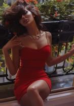 Mini robe club d'été à bretelles sexy avec chaînes rouges