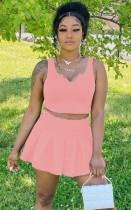 Conjunto de minifalda plisada y top corto rosa informal de verano
