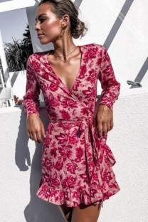 Летнее мини-платье с запахом и длинными рукавами с цветочными оборками и запахом