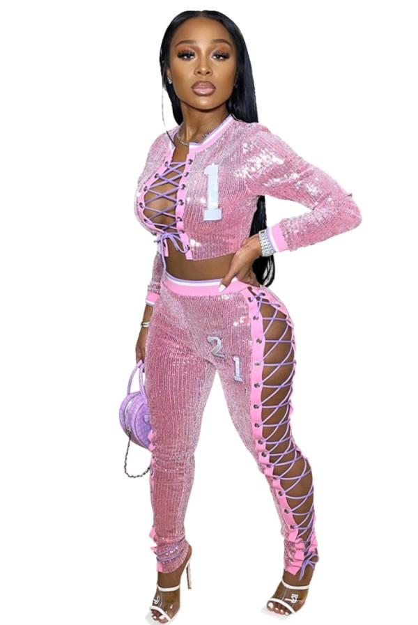 Top corto e pantaloni aderenti con lacci in due pezzi rosa con paillettes estive