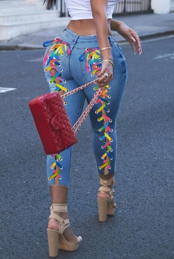 Летние яркие синие облегающие джинсы с завышенной талией на шнуровке