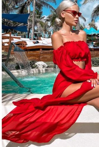 Ensemble assorti haut bandeau rouge d'été et jupe longue fendue sur le côté