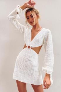 Mini abito con scollo a V scavato all'uncinetto bianco estivo con maniche lunghe