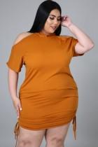 Vestido con capucha y hombros descubiertos en color naranja de talla grande de verano