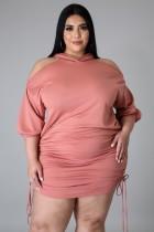 Vestido con capucha y hombros descubiertos en color rosa de talla grande de verano