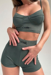 Summer Sports Green Basic Strap Crop Top e Shorts abbinati