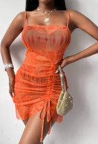 Vestido de club con tirantes fruncidos en naranja con estampado de verano