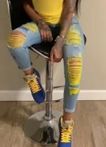 Calças jeans skinny rasgadas de cor de verão