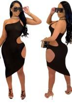 Vestido ajustado a media pierna con un hombro recortado sexy negro de verano