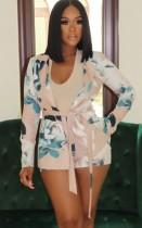 Camicetta floreale primaverile e pantaloncini coordinati