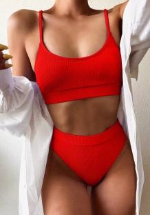 Traje de baño rojo de dos piezas con correa de cintura alta
