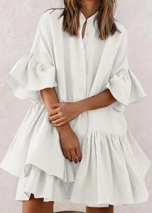 Vestido de verão casual com babados em branco