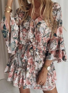 Vestido de verão casual floral com decote em V curto e mangas largas