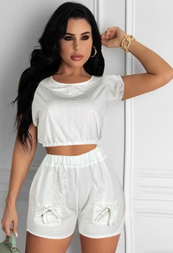 Conjunto de pantalones cortos y top corto blanco informal de verano