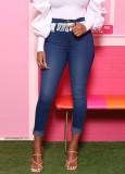 Sommerblaue Jeans mit hoher Taille