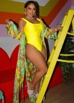 Einteilige sexy gelbe Badebekleidung mit passender Druckabdeckung