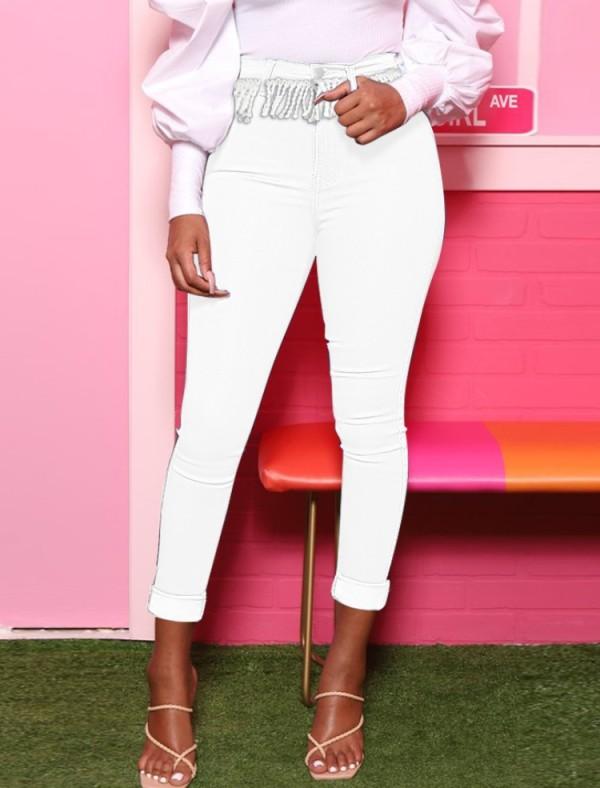 Sommerweiße Jeans mit hoher Taille