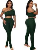 Top corto e pantaloni aderenti sexy verde estivo