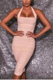 Vestido a media pierna con pliegues y cuello halter rosa formal de verano