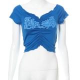 Top corto con cuello halter fruncido y estampado de verano azul