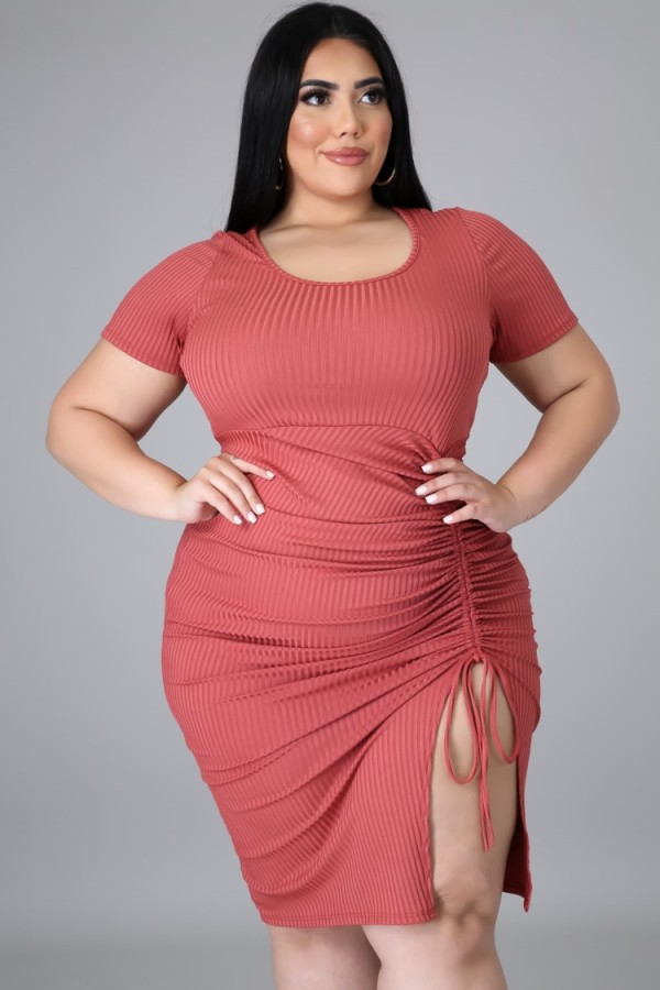 Sommer Plus Size Pink geraffte Strings Bodycon Kleid