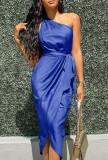 Vestido a media pierna con un hombro azul formal de verano