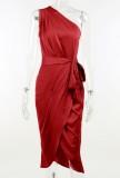 Vestido a media pierna con un hombro rojo formal de verano