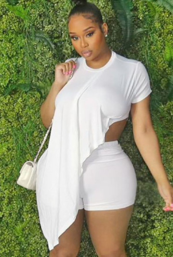 Sommer Plus Size White Irregular Shirt und Biker Shorts Matching Set