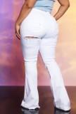 Jeans acampanados de cintura alta rasgados blancos de verano