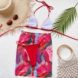 Traje de baño halter de tres piezas rojo con estampado de verano