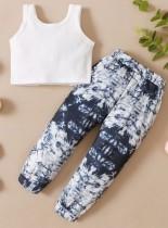Completo da 2 pezzi con camicia bianca estiva e pantaloni tie dye per bambina