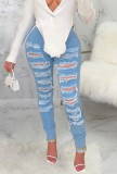 Jeans azules rasgados de cintura alta de verano
