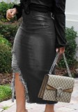 Sommer – Schwarzer, zerrissener Jeansrock mit hoher Taille